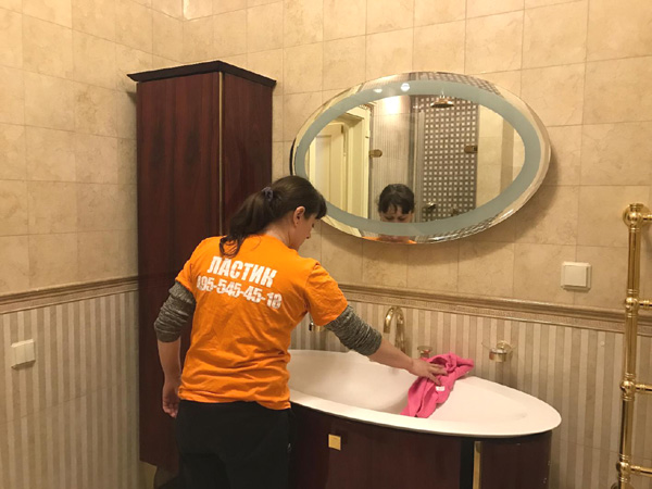 Уборка ванной комнаты в коттедже